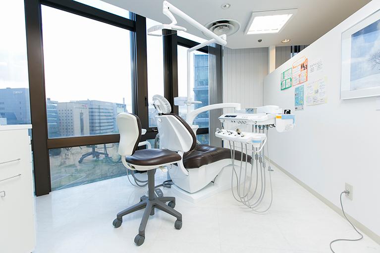 上質感あふれる診察室1