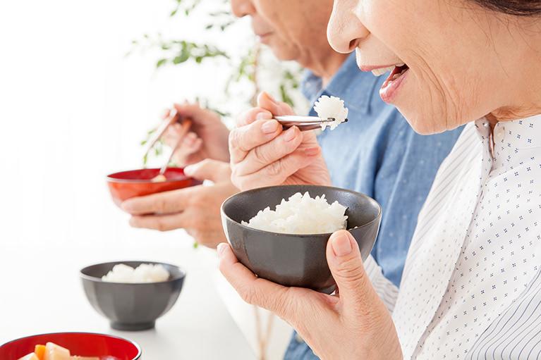 神経を取ったり、歯をぬくことは極力しない治療方法を選択します